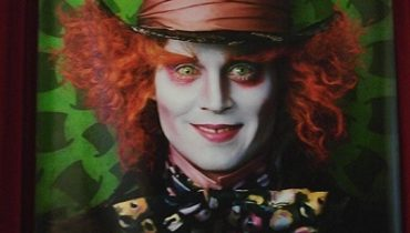 Official-Movie-Poster-The-Mad-Hatter-alice-in-wonderland-2009-6895093-400-600.jpg