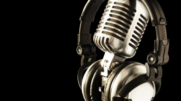 casti-si-microfon.jpg